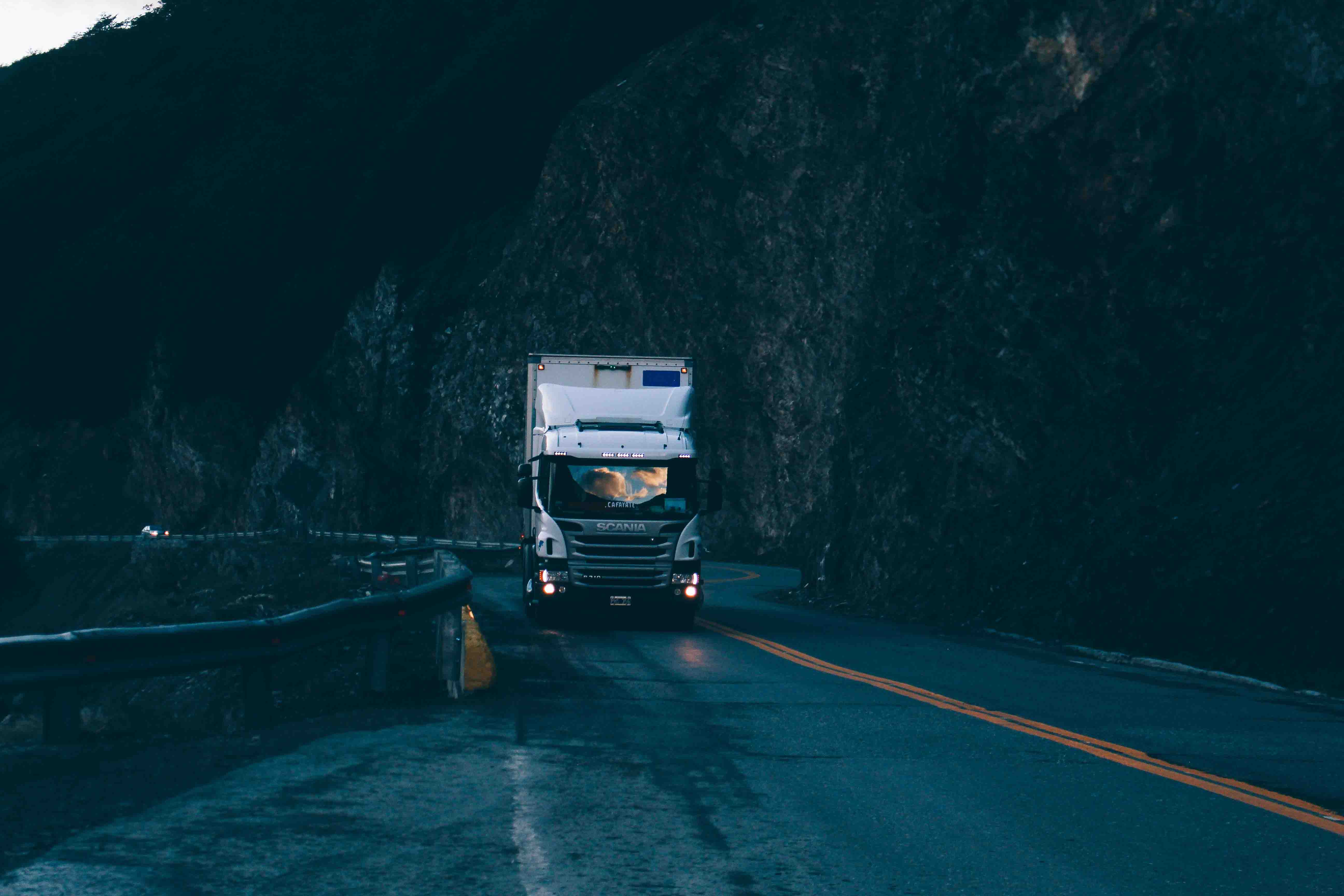 vrachtwagen-zonsopkomst